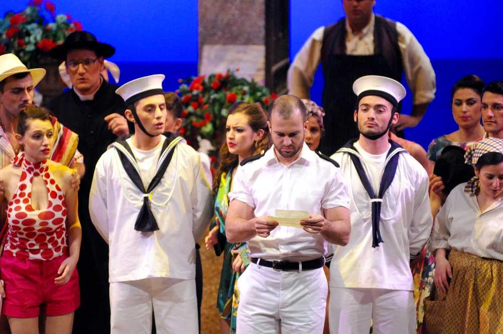 Philippe-Nicolas Martin (Belcore) dans L'Élixir d'amour à Malte sous la direction de Philip Walsh. D.R.