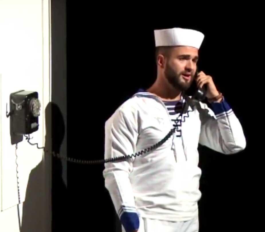 Philippe-Nicolas Martin dans The Telephone de Menotti mis en scène par Claude Montagné au Festival de Sédières en 2014.