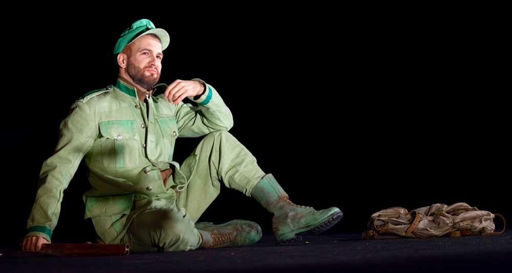 Philippe-Nicolas Martin interprète le rôle du Garde-chasse dans La Petite renarde rusée mis en scène par Louise Moaty. © Enrico Bartolucci/Arcal