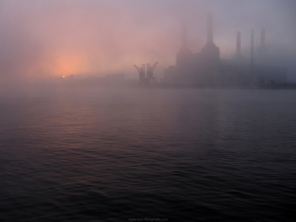 Sunrise-In-the-Fog-over-Battersea-Power-Sation